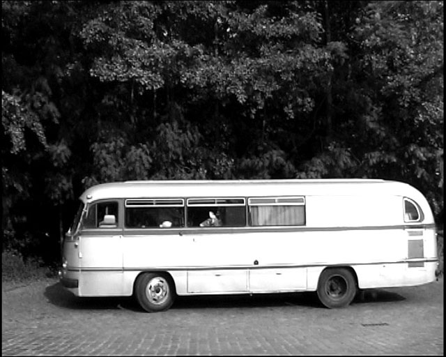 The mystery bus to the lake